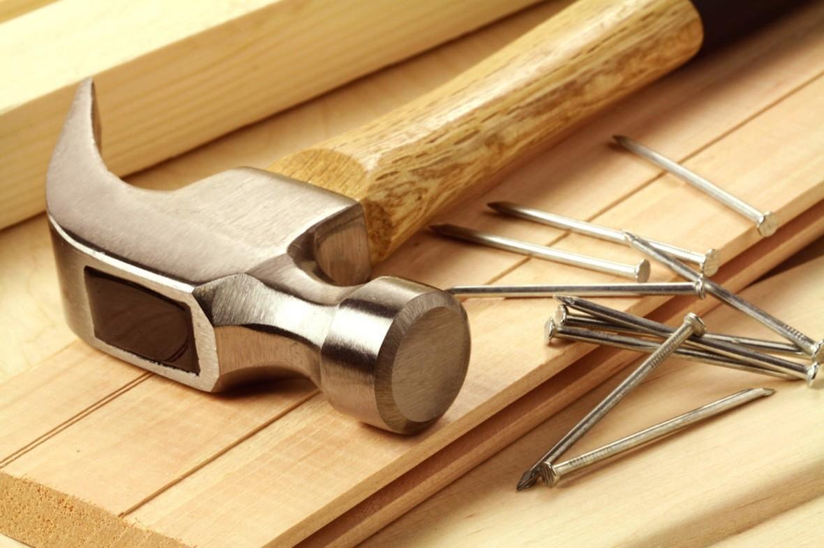 hammer_nails_wood_hd-wallpaper-77671-1024x682
